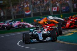Lewis Hamilton, Mercedes AMG F1 W09, Kimi Raikkonen, Ferrari SF71H, Sebastian Vettel, Ferrari SF71H,