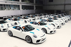 Carros novos na sede da Porsche Cup