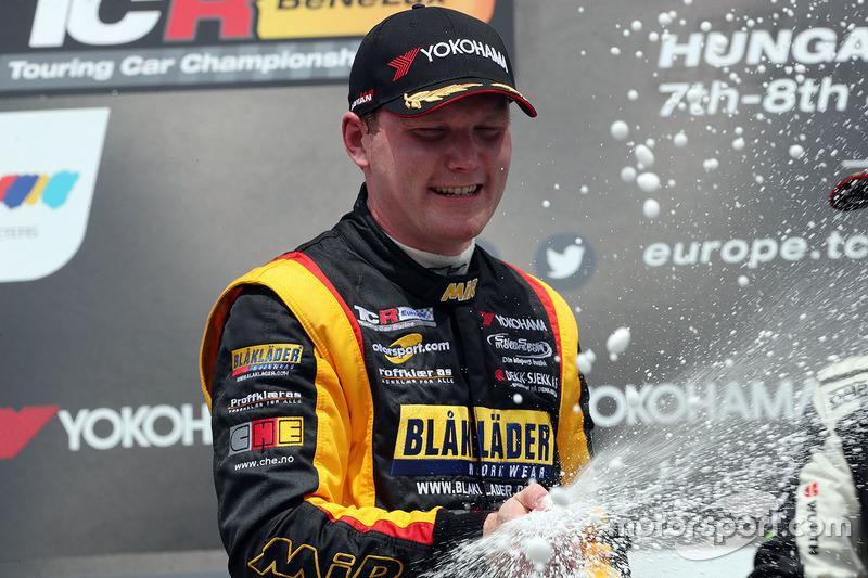 Podio: il secondo classificato Stian Paulsen, Stian Paulsen Racing Cupra TCR