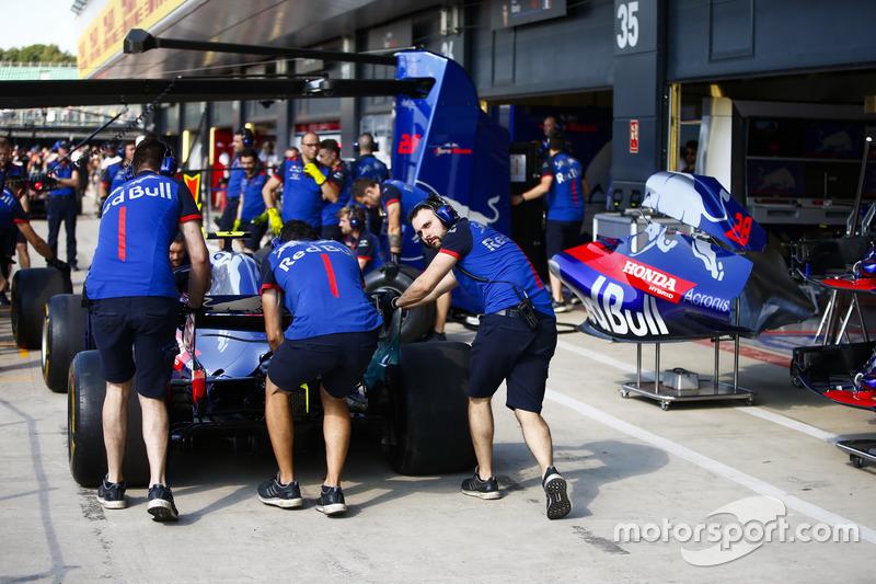 Prove di pit stop con la monoposto di Pierre Gasly, Toro Rosso STR13