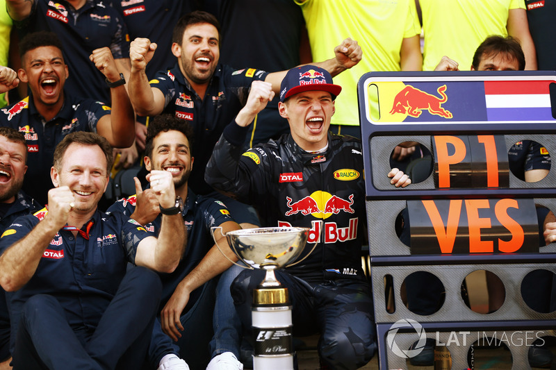 Christian Horner, Team Principal, Red Bull Racing, Daniel Ricciardo, Red Bull Racing, Max Verstappen, Red Bull Racing, 1st Position, and the Red Bull team celebrate his first and record breaking F1 win