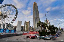 Jerome D'Ambrosio, Dragon Racing, leads Mitch Evans, Jaguar Racing