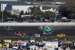 Crash, Danica Patrick, Premium Motorsports Chevrolet Camaro, Chase Elliott, Hendrick Motorsports Chevrolet Camaro, Kasey Kahne, Leavine Family Racing Chevrolet Camaro
