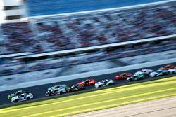 Kyle Larson, Chip Ganassi Racing, DC Solar Chevrolet Camaro e Joey Logano, Team Penske, Fitzgerald Glider Kits Ford Mustang