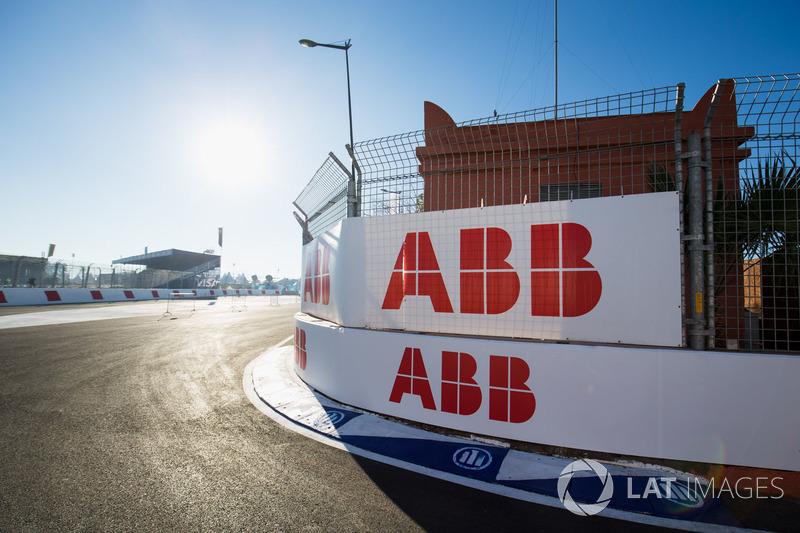 Logos de ABB por el circuito