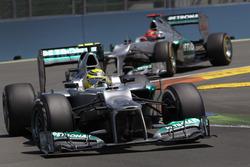 Nico Rosberg, Mercedes F1 W03, y Michael Schumacher, Mercedes F1 W03