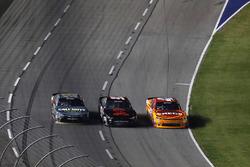 Erik Jones, Joe Gibbs Racing Toyota, Kyle Larson, Chip Ganassi Racing Chevrolet, backmarker