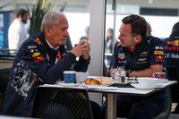 Спортивный консультант Red Bull Хельмут Марко и руководитель команды Red Bull Racing Кристиан Хорнер