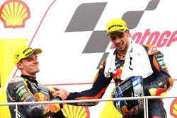 Podium: ganador, Miguel Oliveira, Red Bull KTM Ajo, segundo, Brad Binder, Red Bull KTM Ajo
