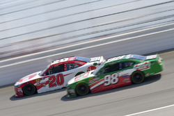 Christopher Bell, Joe Gibbs Racing, Toyota Camry Rheem, Kevin Harvick, Biagi-DenBeste Racing, Ford Mustang Hunt Brothers Pizza
