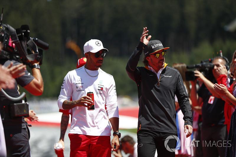 Lewis Hamilton, Mercedes AMG F1, y Fernando Alonso, McLaren