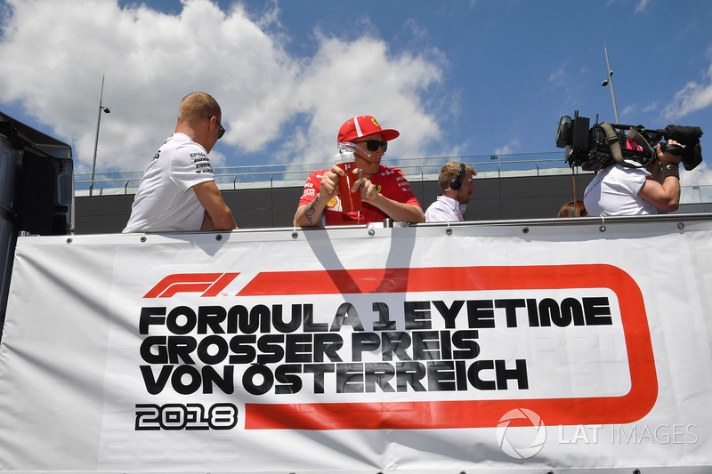 Valtteri Bottas, Mercedes-AMG F1 and Kimi Raikkonen, Ferrari on the drivers parade