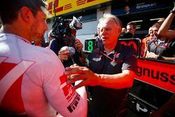 Romain Grosjean, Haas F1 Team, Gene Haas, Team Owner, Haas F1 y Haas F1 team celebran el mejor final del equipo hasta ahora