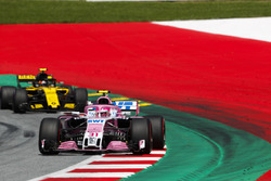 Esteban Ocon, Force India VJM11, Carlos Sainz Jr., Renault Sport F1 Team R.S. 18