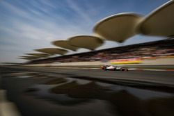 Romain Grosjean, Haas F1 Team VF-18 Ferrari en Fernando Alonso, McLaren MCL33 Renault
