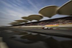 Romain Grosjean, Haas F1 Team VF-18 Ferrari, battles with Fernando Alonso, McLaren MCL33 Renault