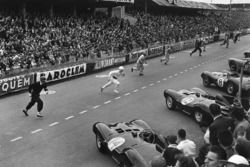 Départ : les pilotes courent vers leurs voitures