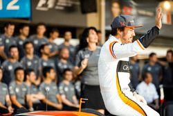 Fernando Alonso, McLaren, lors de la photo d'équipe