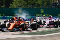 Stoffel Vandoorne, McLaren MCL33, devant Daniel Ricciardo, Red Bull Racing RB14, Sergio Perez, Force India VJM11, Esteban Ocon, Force India VJM11, Charles Leclerc, Sauber C37, et les autres au départ