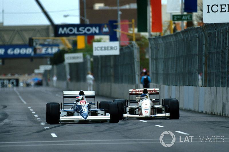 Jean Alesi Tyrrell 018 Ford prend un tour à Michele Alboreto, Arrows A11B Ford