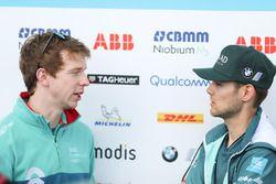 Oliver Turvey, NIO Formula E Team, parle à Tom Blomqvist, Andretti Formula E Team