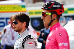 Ciclista, Gianni Moscon y Giancarlo Fisichella, con el Fórmula E