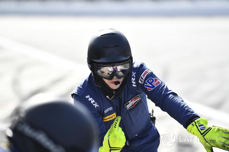 #23 United Autosports Ligier LMP2, P: Crew Member holding car in pit lane