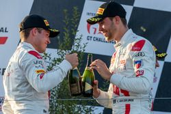 Ganador de la carrera Kelvin van der Linde