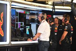 Dr Helmut Marko, Red Bull Motorsport Consultant in the garage