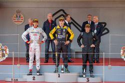 Podio: il vincitore della gara Artem Markelov, RUSSIAN TIME, il secondo classificato Sean Gelael, PREMA Racing, il terzo classificato Roberto Merhi, MP Motorsport