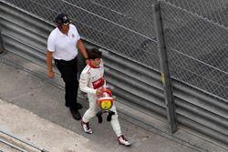 El retirado de la carrera Charles Leclerc, Sauber