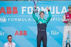 Oliver Turvey, NIO Formula E Team, festeggia sul podio