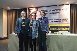 M. Diponegoro, ABM Motorsports, Baby Regitia, ABM Motorsports Media Relations, dan Masayu Anastrasia, ABM Motorsports, Public Relations Manager, saat konfrensi pers