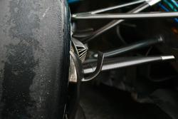 تفاصيل نظام التعليق الأمامي لسيارة مرسيدس دبليو09