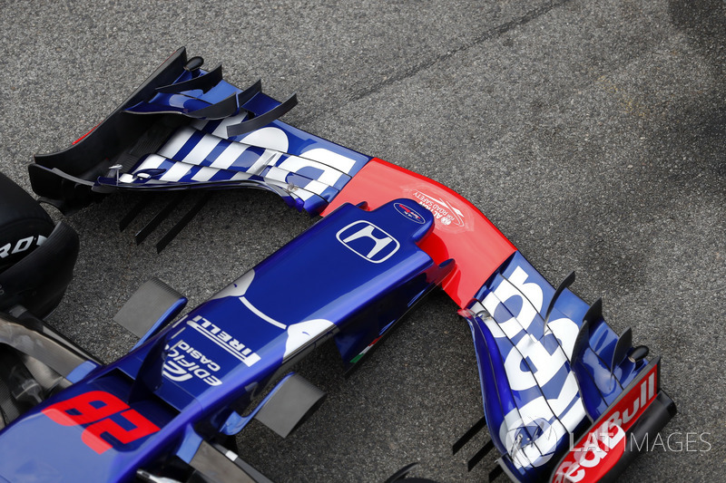 Scuderia Toro Rosso STR13 burun ve ön kanat detay