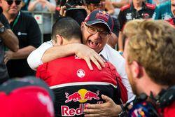 Roland Dane, Triple Eight Race Engineering, Jamie Whincup, Triple Eight Race Engineering Holden celebrate