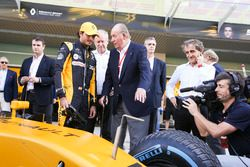 Советник Renault Sport F1 Team Ален Прост и бывший король Испании Хуан Карлос