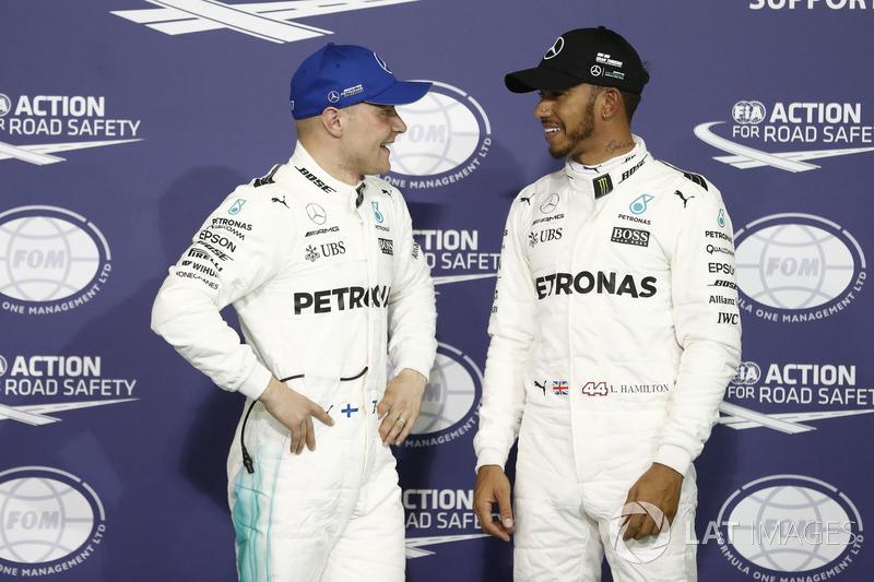 Ganador de la pole Valtteri Bottas, Mercedes AMG F1, segundo Lewis Hamilton, Mercedes AMG F1