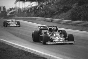 Дэвид Перли, LEC CRP1-Ford, и Ники Лауда, Ferrari 312T2