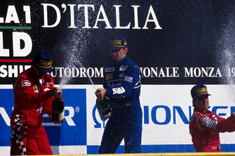 Podium: Race winner Damon Hill, Williams, second place Jean Alesi; Ferrari, third place Michael Andretti, McLaren