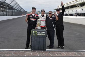 Brad Keselowski, Team Penske, Ford Fusion Discount Tire celebrates his win