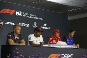 Kevin Magnussen, Haas F1 Team, Lewis Hamilton, Mercedes AMG F1, Kimi Raikkonen, Ferrari et Brendon Hartley, Scuderia Toro Rosso en conférence de presse