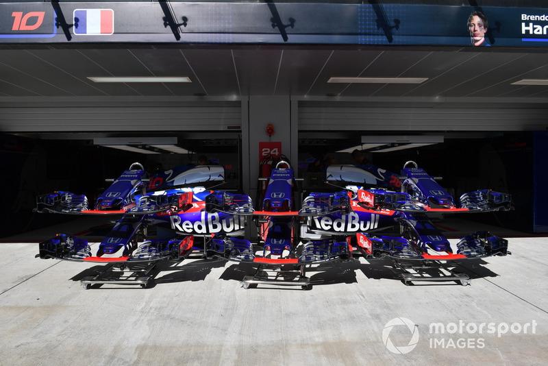 Des pièces de carrosserie Scuderia Toro Rosso STR13