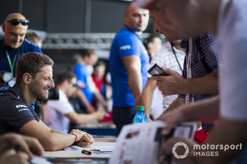 Romain Grosjean, Haas F1 Team signs autographs