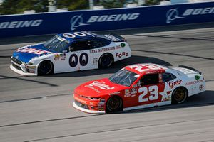Cole Custer, Stewart-Haas Racing, Ford Mustang Haas Automation and Chase Elliott, GMS Racing, Chevrolet Camaro GMS Fabrication