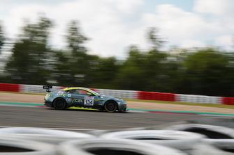 #134 Aston Martin Vantage GT8: Henning Cramer, Heinz Juergen Kroner