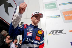 Podio Rookie: Robert Shwartzman, PREMA Theodore Racing Dallara F317 - Mercedes-Benz