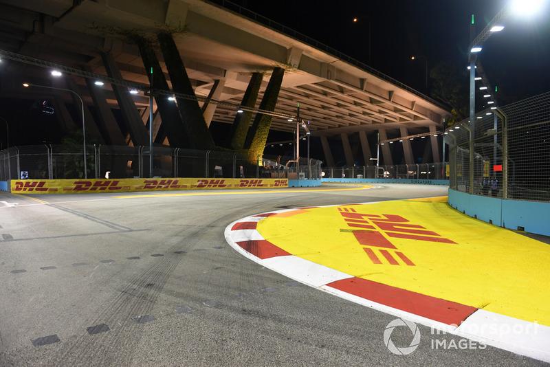 Une vue du circuit avec des logos DHL