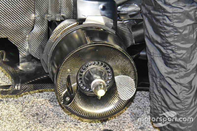 Mercedes-AMG F1 W09, piasta tylnego koła