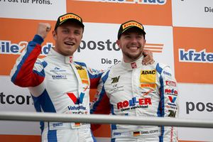 Podium: Race winner #1 Callaway Competition Corvette C7 GT3-R: Marvin Kirchhöfer, Daniel Keilwitz